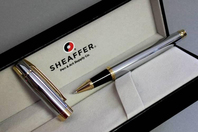 9342 RB Pióro kulkowe Sheaffer kolekcja 300, chrom, wykończenia w kolorze złotym