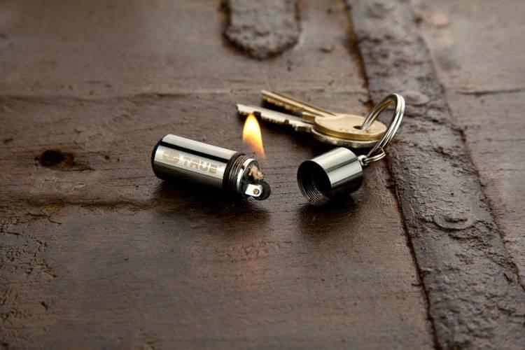 TU262 True Utility Zapalniczka w breloku FireStash